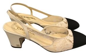 Chanel Cc Two Tone Mademoiselle Lace Slingback White/Black Sandals