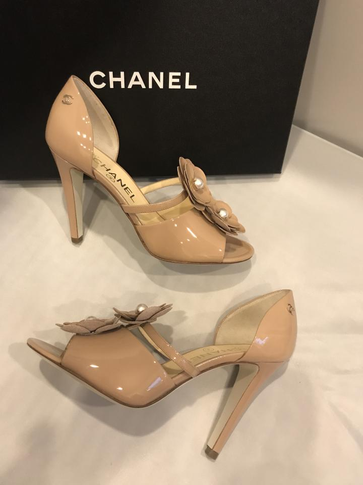 8ed947373730 Chanel Open Toe Pearl Camellia Flower Patent Leather Beige Sandals Image  11. 123456789101112