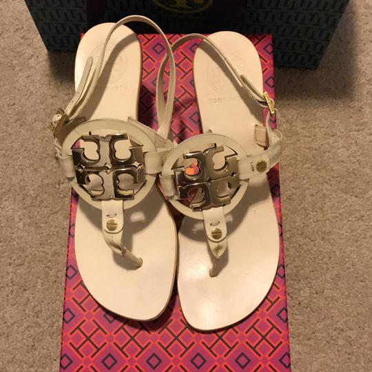 022e6aece Tory Burch Cream With Logo Sandals Size US 6 Regular (M