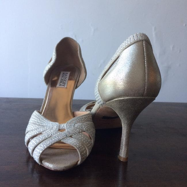 Item - Cream & Silver Pumps Size US 8 Regular (M, B)
