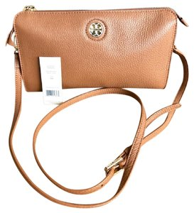 41ddbb90a76f Tory Burch Robinson Cross Body Bags - Up to 70% off at Tradesy