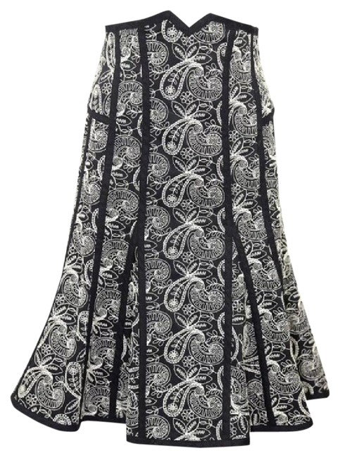 Item - Black & White Embroidery Flare Skirt Size 2 (XS, 26)