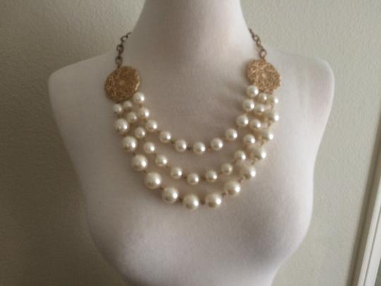 unknown costume pearl necklace
