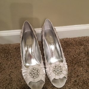 David's Bridal White Pumps Size US 8 Regular (M, B)