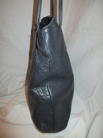 M. London Leather Tote in black Image 4