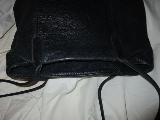 M. London Leather Tote in black Image 8