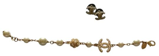 Preload https://img-static.tradesy.com/item/21707207/chanel-gold-pearl-earring-and-bracelet-set-0-1-540-540.jpg