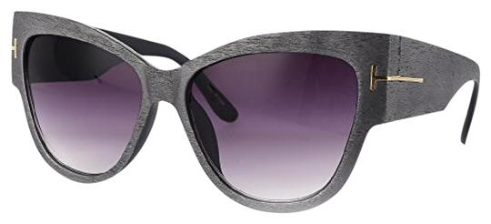 Preload https://img-static.tradesy.com/item/21707762/grey-in-woodgrain-texture-look-oversized-cateye-sunglasses-0-1-540-540.jpg