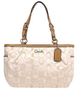 2252e7818084 Coach Bags and Purses on Sale - Up to 70% off at Tradesy (Page 269)