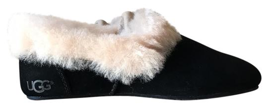 Preload https://img-static.tradesy.com/item/21709790/ugg-australia-black-with-off-white-fur-kendyl-flats-size-us-5-regular-m-b-0-1-540-540.jpg