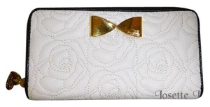 Betsey Johnson ZIP AROUND BONE/BLACK QUILTED ROSE WALLET/ GIFTED BOXED