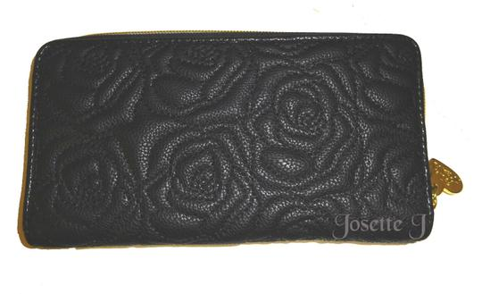 Betsey Johnson ZIP AROUND BONE/BLACK QUILTED ROSE WALLET/ GIFTED BOXED Image 1
