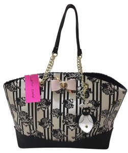 Betsey Johnson Tote in WHITE AND BLACK