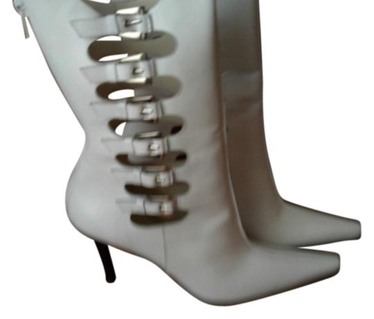 Preload https://item5.tradesy.com/images/stuart-weitzman-white-boots-2173499-0-0.jpg?width=440&height=440