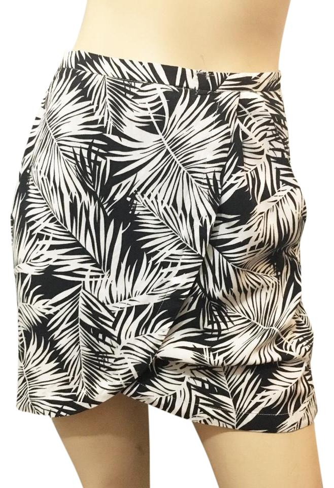 38c4a3ef3 H&M White Sarong Palm Tree Print Tropical Print Leaves Skirt BLACK Image 0  ...