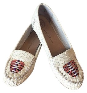 House of Harlow 1960 Cream Flats
