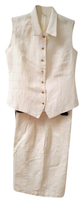 Item - Ivory Textured Linen- Classic and Stylish By Shorts Suit Size 4 (S)