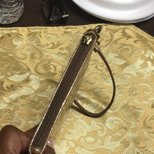 Coach Wristlet in gold Image 4