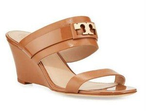 e8d94b92fd5a Beige Tory Burch Sandals - Up to 90% off at Tradesy