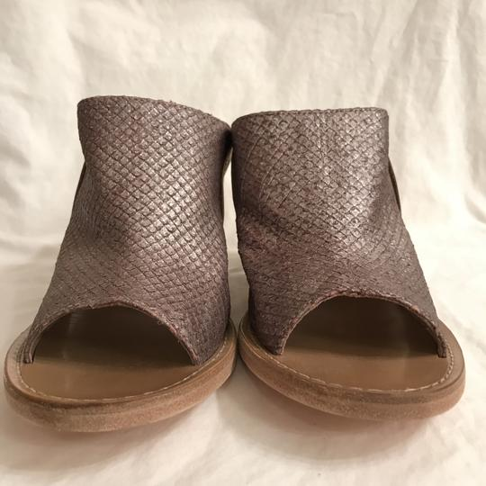 Free People Leather Open Toe Snakeskin Designer Sandal Gray Beige Mules Image 2