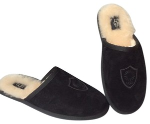 UGG Australia New With Tags Men's Chestnut Flats