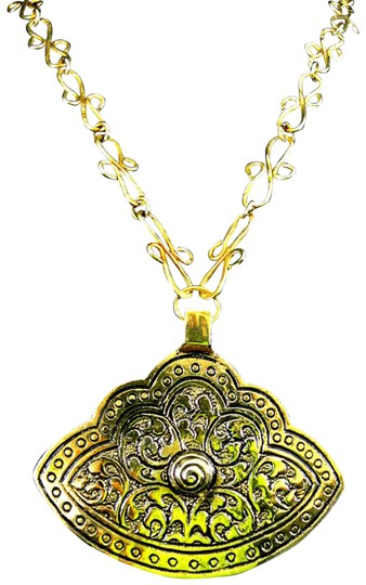 Preload https://img-static.tradesy.com/item/2175239/brass-pendant-with-unique-chain-necklace-0-2-540-540.jpg