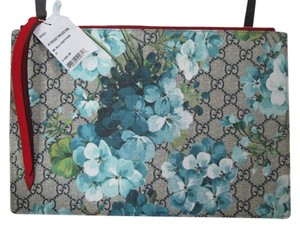 5ac5e4e42f984 Gucci Blooms Gg Supreme Suede Zip Pouch Handbag Blue Canvas Clutch ...