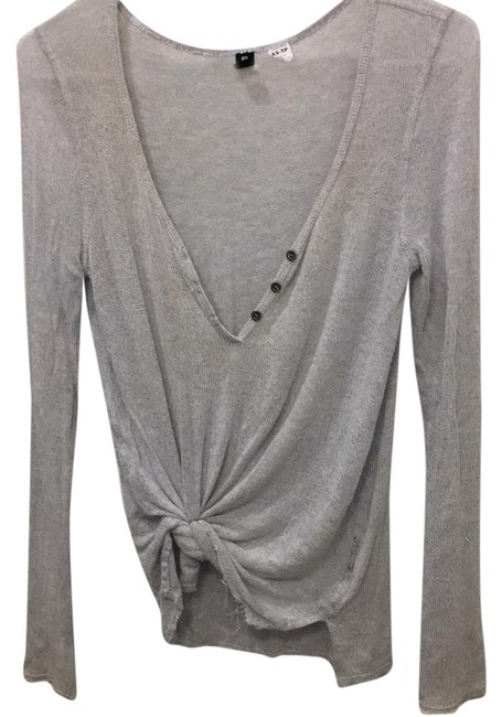 Preload https://img-static.tradesy.com/item/21765134/urban-outfitters-grey-bdg-sweaterpullover-size-2-xs-0-1-650-650.jpg
