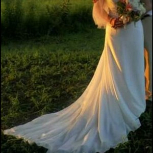 Dere Kiang White/ Ivory One Shoulder Gown Sexy Wedding Dress Size 8 (M)
