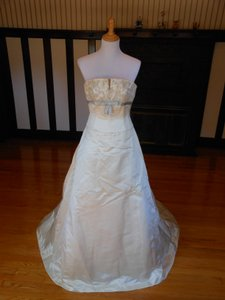 Anne Barge Pearl/Light Blue Silk Sample Destination Wedding Dress Size 4 (S)