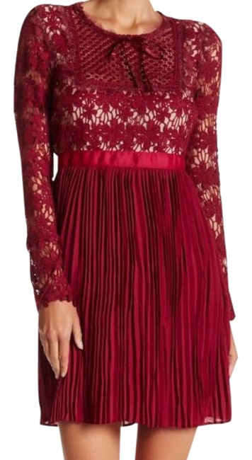 Preload https://item2.tradesy.com/images/romeo-and-juliet-couture-magenta-lace-short-formal-dress-size-4-s-21777576-0-1.jpg?width=400&height=650
