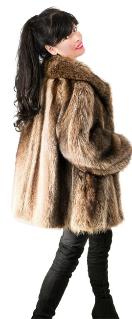 Item - Brown Sporty Raccoon Jacket Pelts Excellent Like New Condition Coat Size 10 (M)