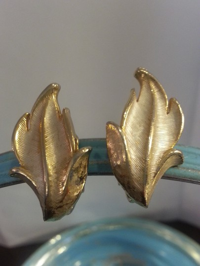 Vintage Vintage Gold Leaf Clip On Earrings