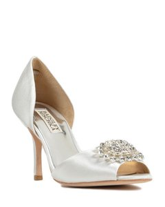 Badgley Mischka White Satin Lacie Pumps Size US 7.5 Regular (M, B)