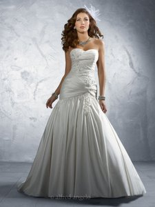 Alfred Angelo Diamond White 2169 Formal Wedding Dress Size 6 (S)