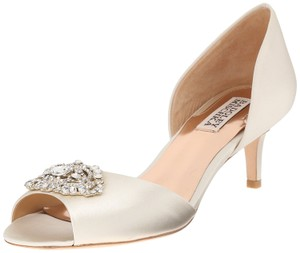 Badgley Mischka Ivory Petrina Satin Crystal Accent Kitten Heel Peep Toe Pump Formal Size US 8 Regular (M, B)