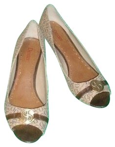 Dexter Monogram Kitten Heel Hardware Signature Brown logo print on Beige Pumps