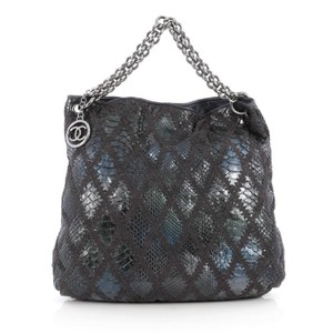 c4309a550 Chanel Bags - Up to 90% off at Tradesy