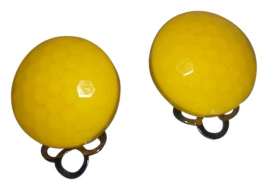 Preload https://item5.tradesy.com/images/vintage-vintage-yellow-clip-on-button-earrings-2179364-0-0.jpg?width=440&height=440