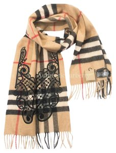 Burberry Classic Cashmere Scarf in Check and Lace