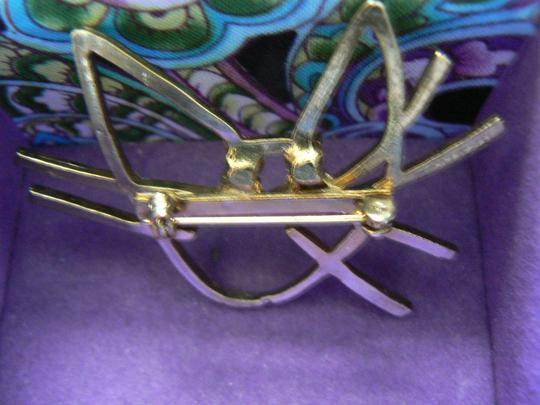 Unknown Gold Tone Cat Face Pin with Sparkling Eyes Image 1