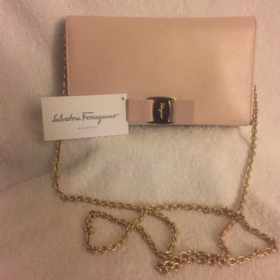 Cross Leather On Salvatore Bag Ferragamo Body Chain Vara Light Miss Wallet 80IqB0w