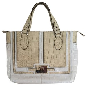 Guess Tote in White/Cream