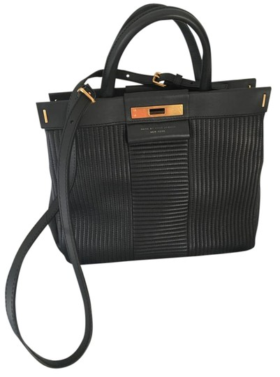 Preload https://img-static.tradesy.com/item/21818346/marc-by-marc-jacobs-with-gold-turnlock-black-leather-tote-0-1-540-540.jpg