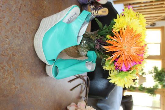 Kiss & Tell bright kelly green Wedges Image 1