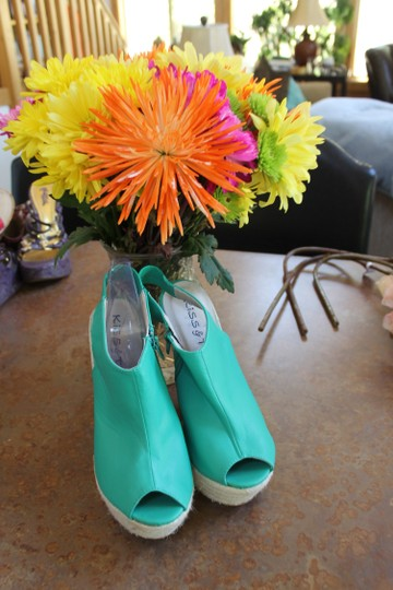 Kiss & Tell bright kelly green Wedges Image 5