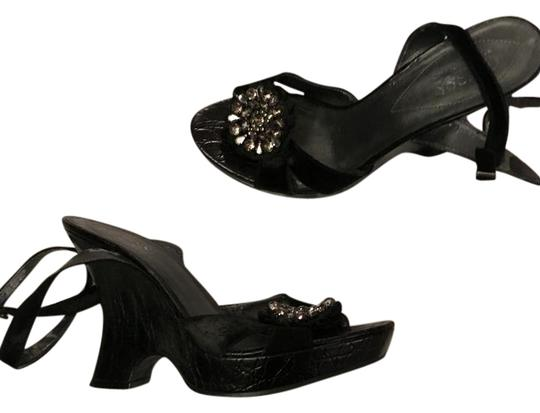 Preload https://img-static.tradesy.com/item/21819126/guess-black-velvet-beaded-wedges-size-us-7-regular-m-b-0-1-540-540.jpg