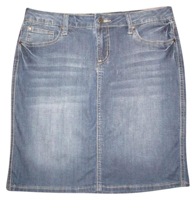 Preload https://img-static.tradesy.com/item/21819434/earl-jean-blue-stretch-distressed-denim-knee-length-skirt-size-petite-10-m-0-1-650-650.jpg