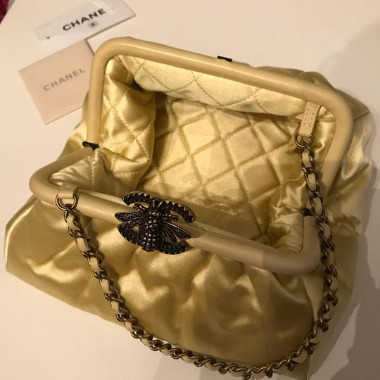 Chanel Bee Soft Cc yellow Clutch Image 11