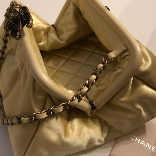 Chanel Bee Soft Cc yellow Clutch Image 3